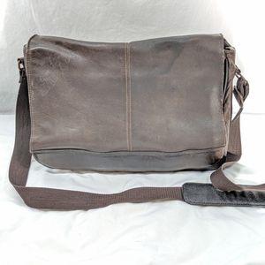 Wilsons Leather Pelle Studio Leather Messenger Bag